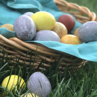 Simple Naturally-Dyed Easter Eggs